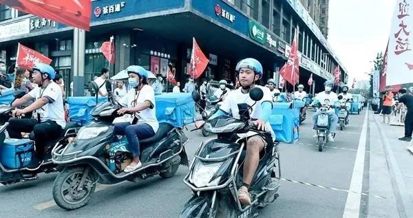 """全城总动员 成都新都区2000余名丰行侠""""骑""""心协力迎大运"""