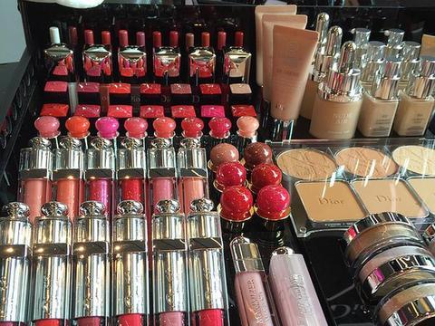 化妆品牌雅诗兰黛、兰蔻、资生堂、香奈儿、赫莲娜HR、韩后受宠
