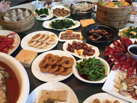 美网民Quora提问:为什么中国厨师喜欢将食物放在锅里荡来荡去?