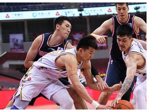 奇兵刘铮受伤!或迎来赛季报销,广厦争冠形势严峻