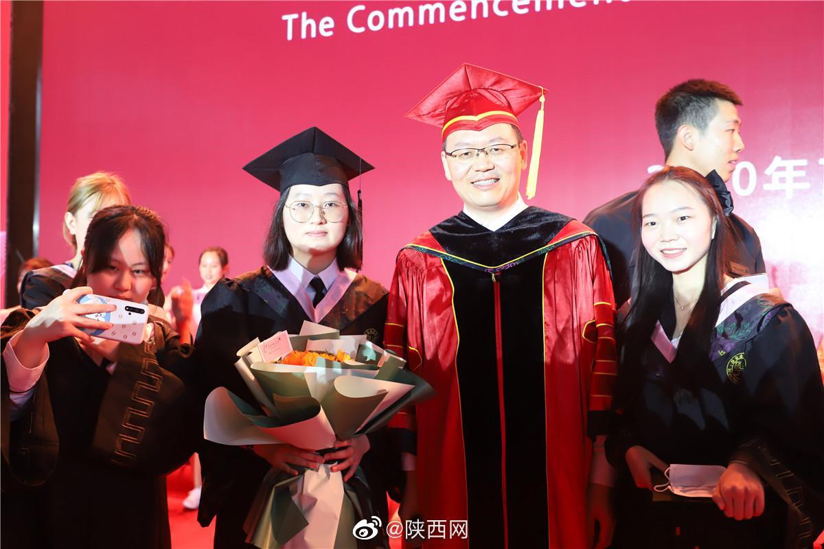 西安培华学院毕业典礼暨学位授予仪式在长安校区举行