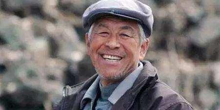 """老戏骨张洪杰:被妻子和3个孩子""""吸血"""",今75岁仍不敢退休"""