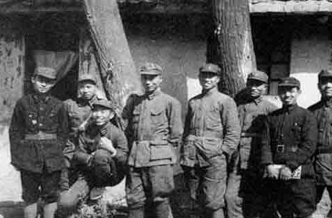 他红军是任军政治部主任,中原突围时被敌人发现,遭到活埋牺牲