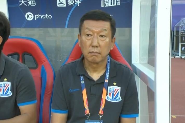 韩国国脚被黑惨了!董路:金信煜脑袋上没有球,他还不如金敬道