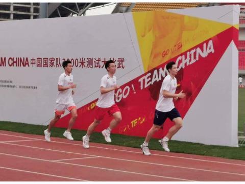国羽进行3000米测试!队员累到无法进行表情管理,陈雨菲头发抢镜