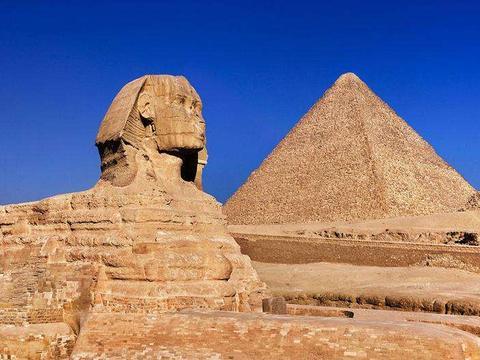 """胡夫金字塔下出土两艘""""诡异""""木船,专家推测,应该有三个用途"""