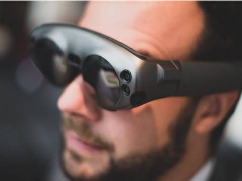 苹果AR眼镜能将实体物质变触控萤幕、还会自动调节度数?