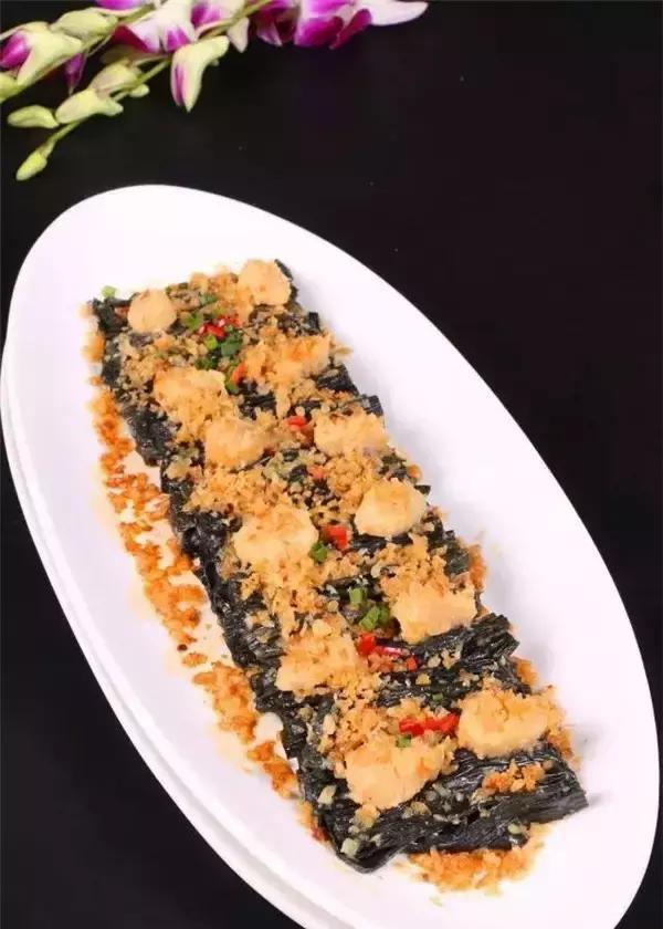 美食推荐:手撕鸡、巴马黑腐竹蒸鲜带、葱油鱼、可乐鸡翅