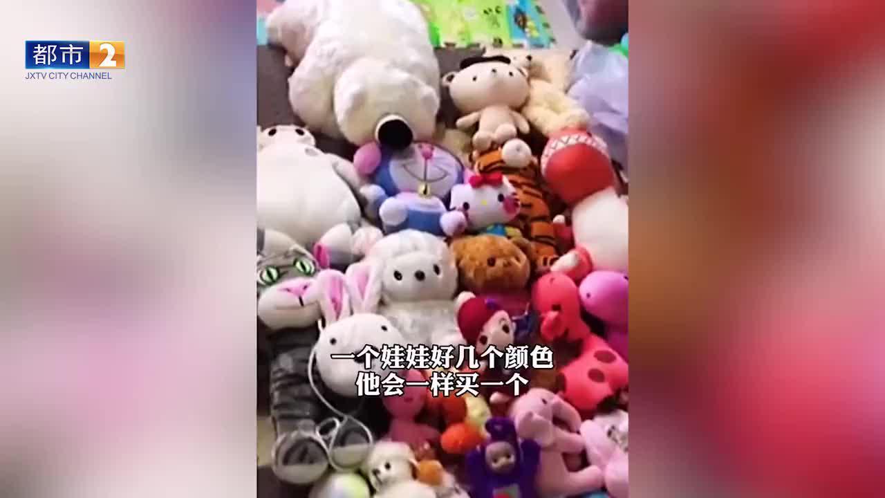 泪目!爷爷进城看孙女背了满满一大袋娃娃:看到玩具就想到孙女