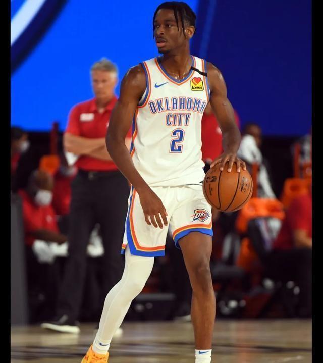 NBA球员上脚:东契奇新配色AJ34,布克的卫衣很有意义