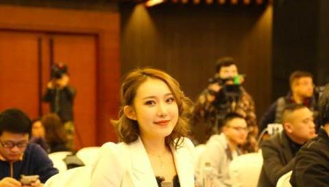 29岁文筱婷身价上亿,男友身材很强壮,如今愿为球队付出一切