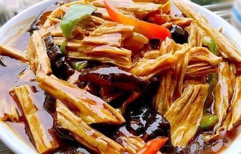 肉汁萝卜、香菇玉米粥、剁椒蒸鸭血、川香腐竹的做法