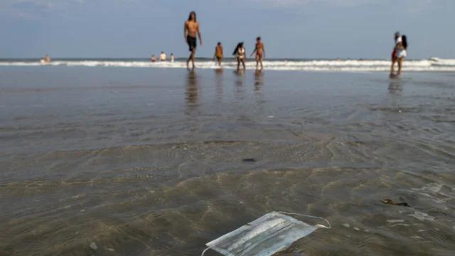 美国长滩岛20名救生员感染新冠,所在州死亡病例呈上升态势