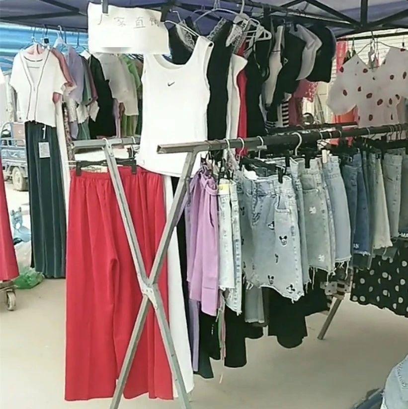 """【遭遇】彭阳女孩摆摊卖衣服,却被中年女顾客""""上了一课"""",憋屈!"""