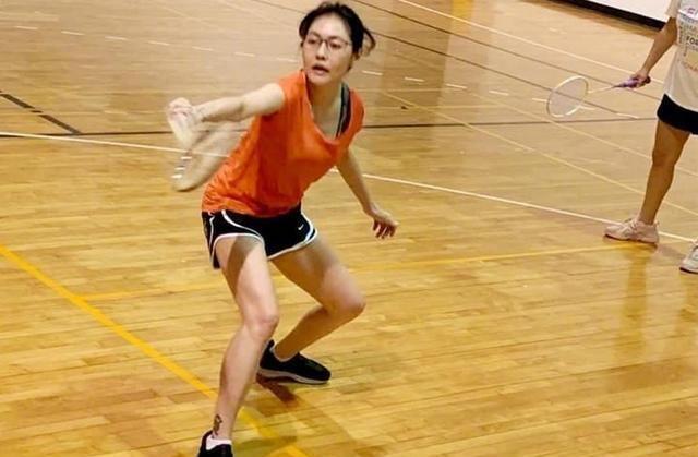 小S打羽毛球,42岁被称老当益壮,许雅钧果然是捡到宝了