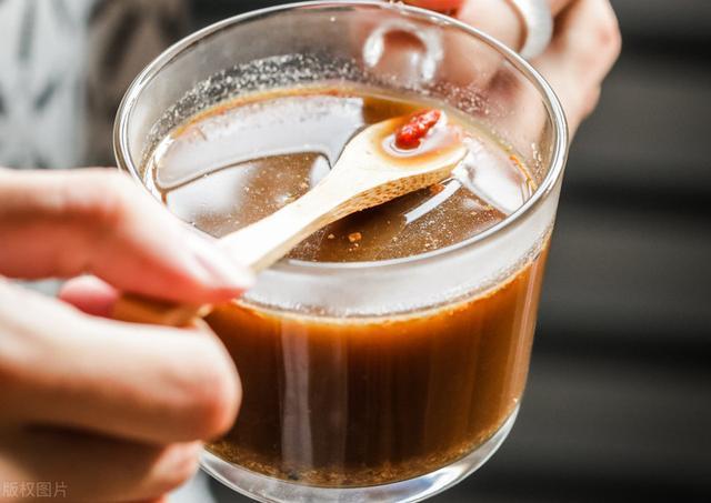 入伏后,吃姜正当时,教你做姜枣膏,每天一勺泡水喝,轻松过夏天