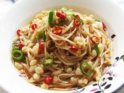 精选美食:爽口金针菇、砂锅金针冻豆腐、西兰花炒蘑菇、东坡肘子