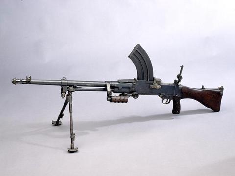 英国的维克斯贝蒂埃机枪,长得像布伦,但是并不是布伦