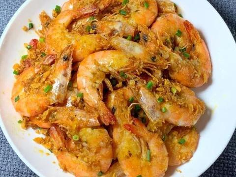 咸香酥脆的咸蛋黄椒盐脆皮虾,虾肉鲜嫩Q弹,一口下去超满足
