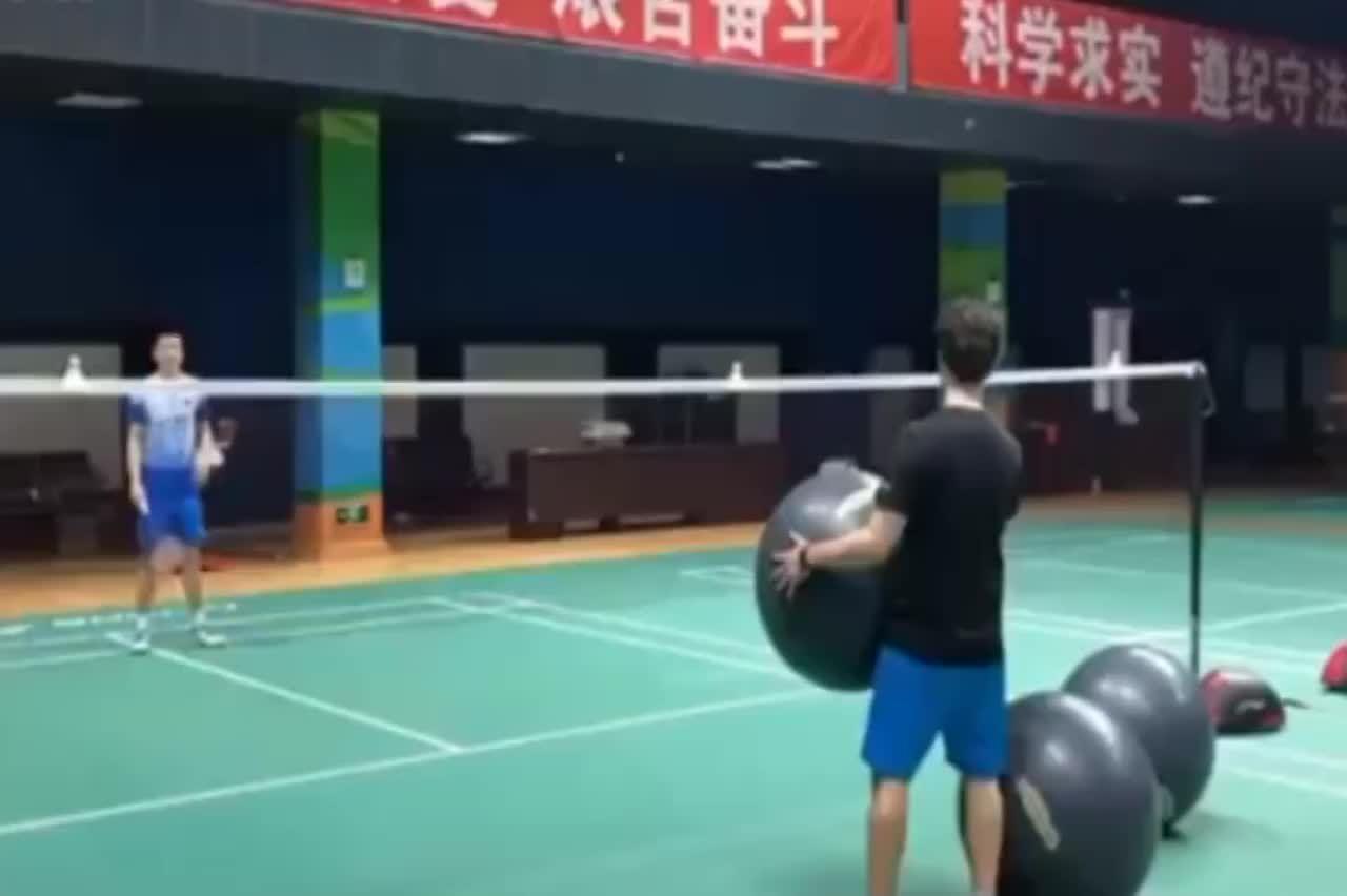 """看着好难 郑思维的""""躲避球训练"""",方法很独特且有意思"""