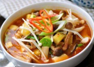 韩式大酱汤,酸菜鱼头汤,山药炖乌鸡汤,清炖牛尾汤的做法