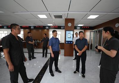 通化市中院副院长郑玉平同志到临江市法院参观调研