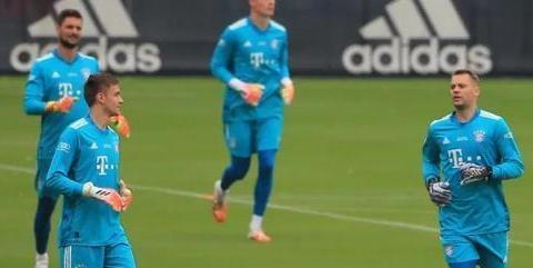 德媒:拜仁门将位置竞争激烈,乌尔赖希训练表现惊艳