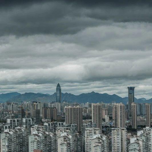 """姚洋:中国经济超预期之际,更要警惕""""地区性危机""""卷土重来"""