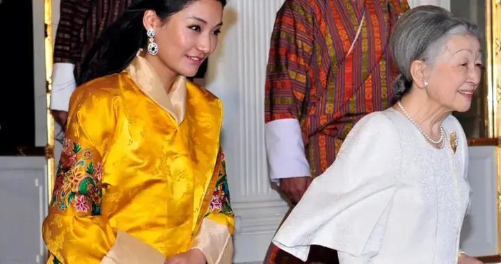 不丹王后见美智子皇后,一张迷妹脸写满崇拜,细心观察绝代美人