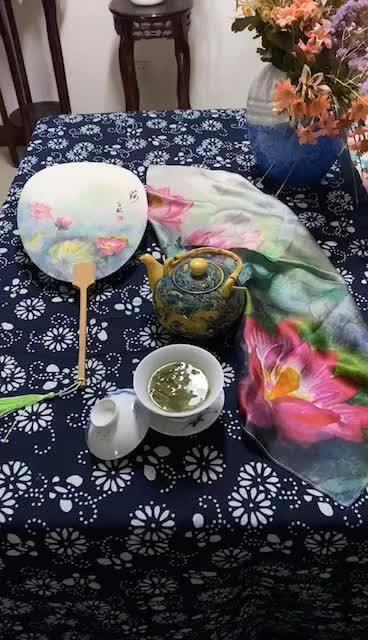 今写《园花美艳》诗 画《扇面·荷花》视频《画作荷花衍生品·丝巾》