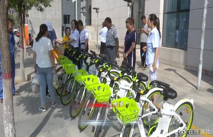 神木首批投放的450辆公共助力自行车亮相街头