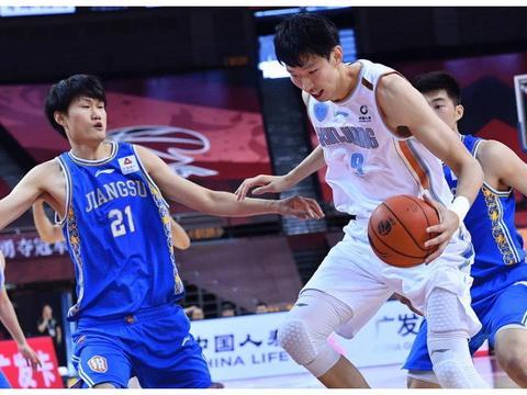 新疆男篮40分大胜江苏,篮板球赢了32个,周琦23+14!