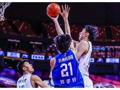 吴冠希缺阵周琦23分,苏州肯帝亚收官战70-110新疆,篮板输了32个
