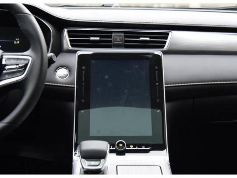 更换了黑色新车标的上汽荣威RX5 PLUS 颜值爆表 值不值得购买?
