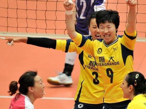 她退役四年后遇郎平,从倒数第一变亚俱杯最佳扣球,堪称排坛奇迹