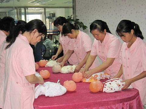 张家口请母婴护理师、月嫂或育儿嫂需注意以下几点,从业者亲述!
