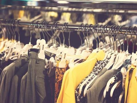 服装行业罕见大撤退:中国市场巨亏4000亿,耐克GAP也撑不住了