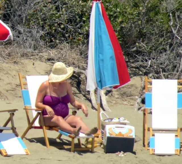 """奥兰多·布鲁姆和怀孕""""水果姐""""海边度假,冲浪姿势真的太帅了"""