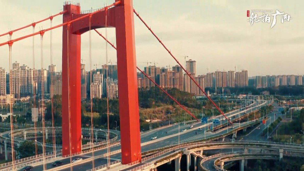 南宁邕江的颜值担当,良庆大桥的夏日景色航拍看过吗?