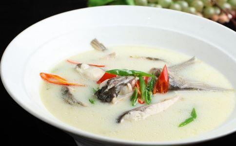 紫砂笋干老鸭煲、砂锅肥肠鸭、酸菜鹅块汤、滋补鱼头汤几道菜做法