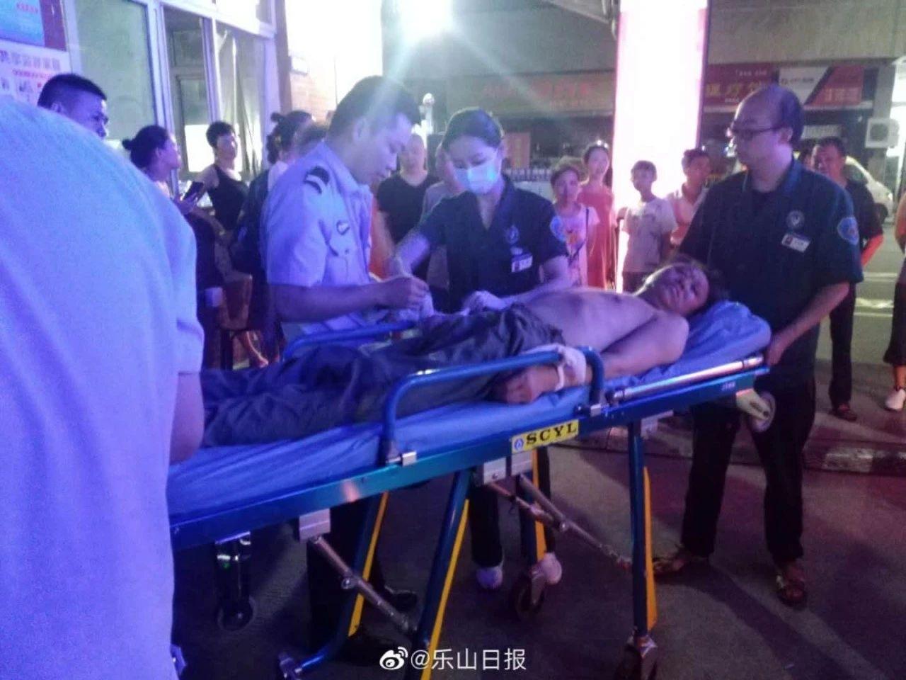 乐山一小区出现陌生人,70岁大爷上前盘问反被打,受伤进医院!