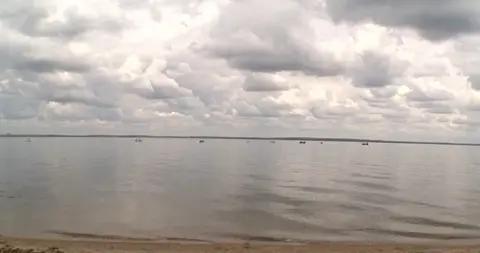 加拿大湖水有毒藻类大量繁殖 可致人类发烧腹泻