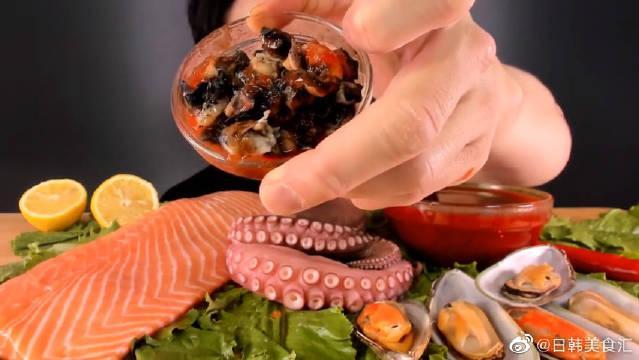 """韩国吃货小哥,吃""""三文鱼生鱼块+章鱼+贻贝+海螺""""……"""