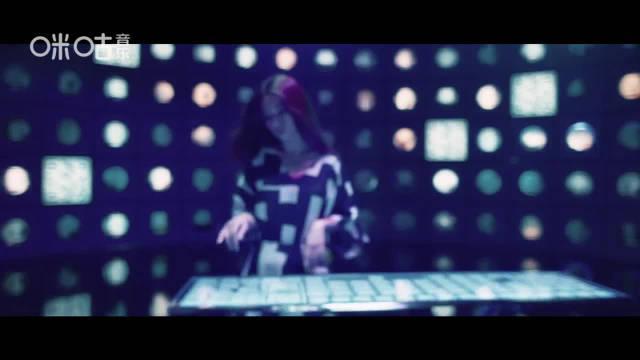 """最新单曲 MV@咪咕音乐 上线啦 Hebe 化身""""爱情操控者"""""""