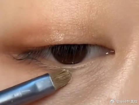 单眼皮肿眼泡眼妆画法,简单有质感,学到就是赚了