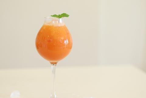 夏天记得常喝番茄苹果胡萝卜冰饮,美白抗皱,还有减肥的小功效哦