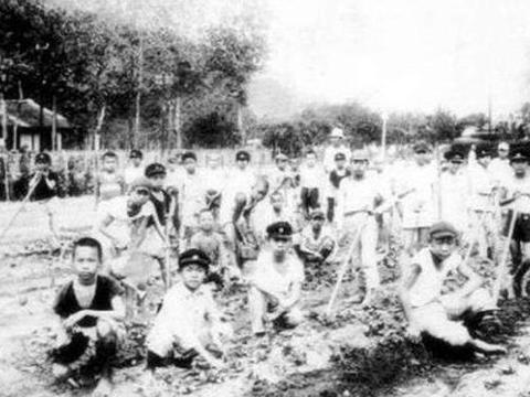 满清统治中国300年,为什么我们没有统一说满语呢?有个致命原因