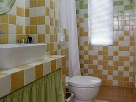 瓦工贴瓷砖有三宝,墙固、背胶和粘合剂各有用处,不要傻傻分不清