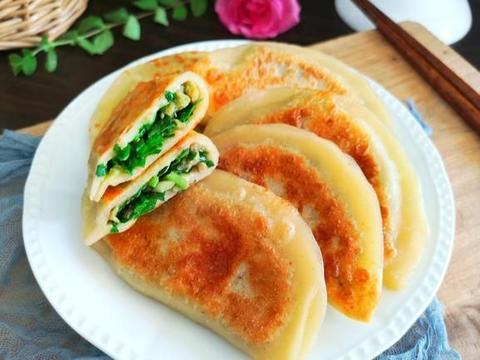韭菜盒子家常做法,薄皮大馅,凉吃也软,简单一步韭菜不出水