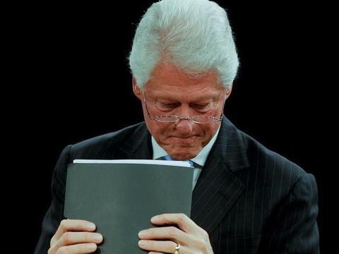 """太可怕!克林顿用""""拉链门""""缓解焦虑,希拉里说:你去告诉闺女"""